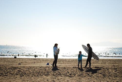 辻堂海岸のサーファー家族