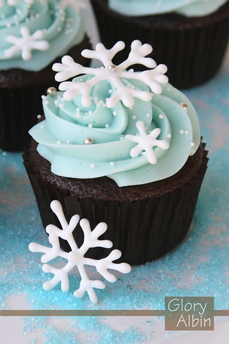 Snowflake Cupcakes / Glorious Treats