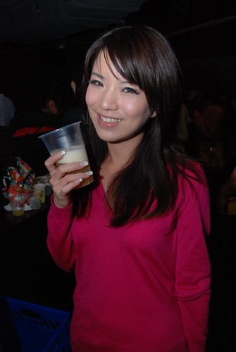 女王喝北台灣麥酒女王喝北台灣麥酒