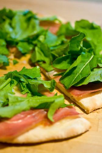 prosciutto & arugula pizza