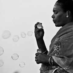 5043 (ale neri) Tags: soapbubbles portrait pondicherry indian tamilnadu india bw blackandwhite street people alessandroneri aleneri travel reportage