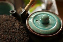 Beeng Cha teacake pu erh tea and Japanese teapot (Scott MacLeod Liddle) Tags: ceramic japanese tea bokeh teapot cha gongfu puerh teacake bingcha beengcha