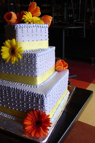 wedding cakes with flowers. Spring wedding cake with fresh