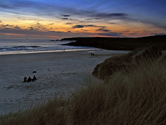 Chatting and fishing (ßlϋeωãvε) Tags: ocean sunset sea people beach scotland fishing ship horizon isleoflewis gloaming outerhebrides eoropie europie eoropaidh