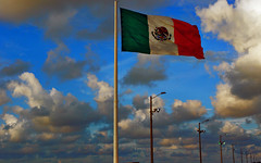 La bandera (Mario Seplveda) Tags: red white verde green blanco mxico mexico rojo flag mario bandera patriot flagpole veracruz nacional asta sepulveda mexiko veracru seplveda mejico patriotismo coatza coatzacoalcos patriota patrio ensea lbaro ondeando seplveda coaxa