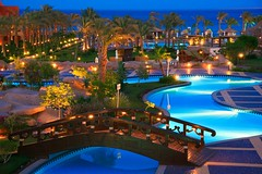 Sharm Grand Plaza (Siuloon) Tags: vacation holiday color night canon egypt sharmelsheikh architettura sharm noc widok wakacje egipt kolor architektura eos30d llovemypics grandplazaresort yourpassionawards mygearandmepremium mygearandmebronze mygearandmesilver mygearandmegold mygearandmeplatinum mygearandmediamond