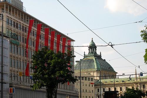 Kaufhof und Justizpalast