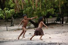 Two Little Indians (Mondmann) Tags: brazil fab brasil kids children amazon play nikond50 indians criancas menina menino amazonas amazonia brasileiros