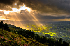 The outside world keeps pouring in, upside down, and twice as natural. (Rawlways) Tags: light sun luz sol landscape nikon natural asturias paisaje rays nikkor dreamscape magicmoment rayos d300 infiesto coya piloña superaplus aplusphoto qualitypixels toisóndeoro