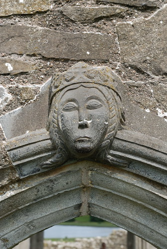 223-20070714NX_Co. Fermanagh-Lower Lough Erne-Devenish Island-St Mary's Priory-Archway-Carved Head