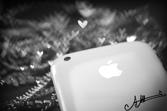 "iHeart  ""U"" (A.A.A) Tags: white black love apple by photography heart bokeh 3g u iloveyou amna iphone iloveu abdulaziz althani missingusomuch3"