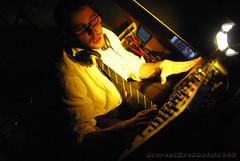 Bird is Yellow (laurenthuephoto) Tags: france rock nikon bretagne electro livepics plormel laurenthuephoto thebirdisyellow lethyroir lepieddanslson
