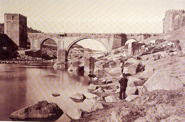 Puente  de San Martín hacia 1870. Foto de Jean Laurent