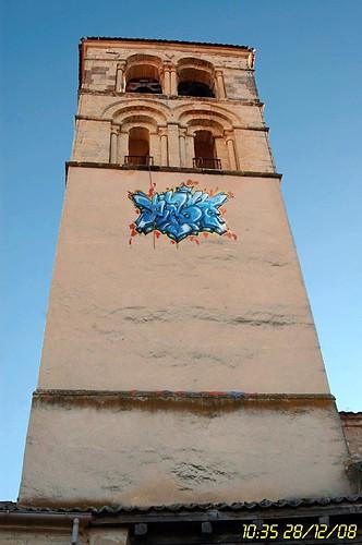 Torre con graffiti