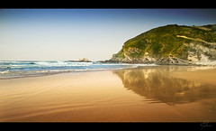 Playa de Zarautz (David PV) Tags: espaa costa david beach landscape landscapes mar nikon quality first playa arena filters reflexions pv pasvasco 333views firstquality littlestories 5photosaday d80 dpv tamron1750 aplusphoto lifebeautiful diamondclassphotographer ysplix theunforgettablepictures picturefantastic gnneniyisi landscapedreams picswithsoul thegreatshooter davidpv