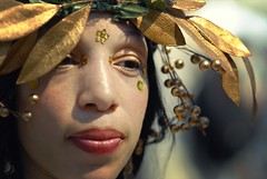 Golden (moriza) Tags: summer portrait closeup coneyisland gold goddess mo mermaidparade leafs moriza 6millionpeople modomatic