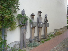 Post für die Herrschaften ? (r.pahling) Tags: mailbox germany deutschland post briefkasten skulpturen