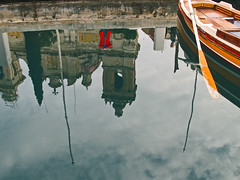 Red coat reflection (pho_kus) Tags: fiatlux