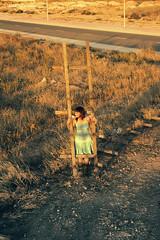 Sin titulo .- 2008 (RolanGonzalez) Tags: azul chica campo naranja pelirroja vestido escaleras