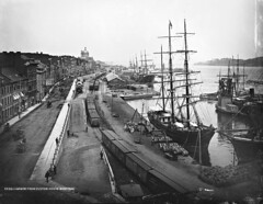 View of the harbour, Montreal, QC, 1884 (Muse McCord Museum) Tags: canada port de harbor ship montral quebec harbour montreal transport rail railway qubec transportation tallship bateau tallships chemin fer sailingships sailingship bearing 1884 mccordmuseum musemccord marchandises commons:event=commonground2009