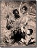El Rey de los suyos (Errlucho) Tags: familia niños rey cuerpos exposición errlucho