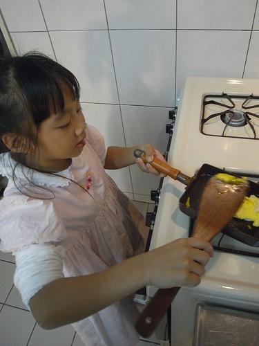 你拍攝的 娃第一次煎荷包蛋。