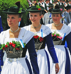 Beautiful Bavarian Girls (Habub3) Tags: costumes girls girl germany bayern deutschland bavaria photo nikon explore traditionalcostume mdchen bavarian dirndl d300 hte trachten viewonblack habub3 nafndgermany