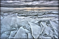 Kruiend ijs (floating ice) (Alex Verweij) Tags: cold ice clouds wolken 1022mm almere gooimeer ijs tonemapping schotsen aplusphoto ijsschotsen nattevoeten theunforgettablepictures canon40d alexverweij oltusfotos wetfeets kruiendice