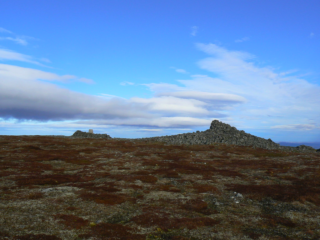 Approaching the summit of Morven