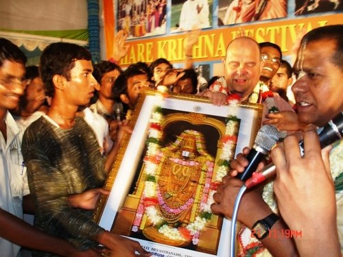 H H Jayapataka Swami in Tirupati 2006 - 0036 por ISKCON desire  tree.