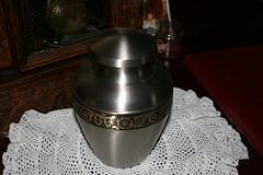memorial pet urns