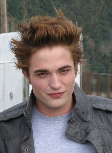 Twilight: Robert Pattinson (Edward Cullen) On Set por vball * LoveR.