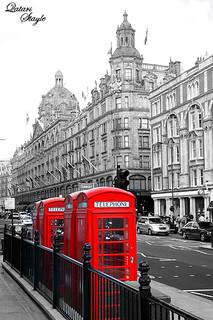 [ لندن وصلت ودونك شلون حالي~ وأنت حيات الروح يا روح لندن في كل مكان يلتقي فيك بالي ]