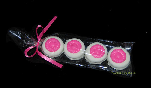 4 pack chocolate dipped oreos with pink daisies