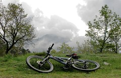 Threatening clouds today (Micheo) Tags: life blue bike azul pilar clouds landscape cycling btt bikes happiness bicicleta paisaje hobby andalucia bicycles granada nubes mtb bici rest andalusia ok bicicletas descanso 1on1 bicis alfaguara helipuerto micheo pedaleando abigfave scottgenius laalfaguara