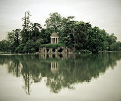 Lac Daumesnil (Gregory Bastien) Tags: trees lake paris france reflection water floral monochrome delete9 geotagged delete5 delete2 interestingness eau delete6 delete7 save3 lac delete8 delete3 delete delete4 save save2 explore arbres save4 save5 save6 boisdevincennes reflets vincennes facebook 1000views aficionados trianon valdemarne lacdaumesnil 100faves monochromia saintmand pentaxk10d anawesomeshot goldwildlife anticando geotagge gregorybastien parisianphotography
