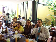 //15/25/46 - PEOPLE, FRIENDS IN A RESTAURANT 2008 (IMAGEN09) Tags: yahoo flickr juice restaurante celular 2008 08 jugo