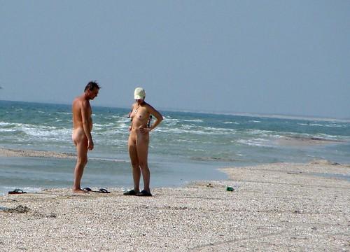 candid beach family nude sunbathing pics: nudebeach
