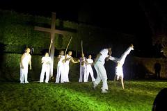 Kapuera-groep geeft show met licht weg (Omroep Brabant) Tags: show licht avond denbosch jubileum begraafplaats kerkhof viering omroepbrabant orthen kapuera wwwomroepbrabantnl 150jarig