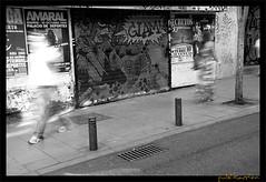Street Photography, Madrid, España (publikaccion.es) Tags: madrid street urban bw españa white black blanco spain nikon negro creative streetphotography commons bn cc urbana 2008 urbe urbanita 18200mm d80 blackwhitephotos sauvette publikaccion