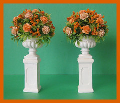 Mniature Pedestal Urns With Roses, 1/12 and 1/9 Scale (Golden Unicorn Miniatures) Tags: flowers plants garden miniatures miniature dollhouse dollshouse onetwelfthscale cdhm goldenunicornminis