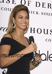 beyonce with a mic