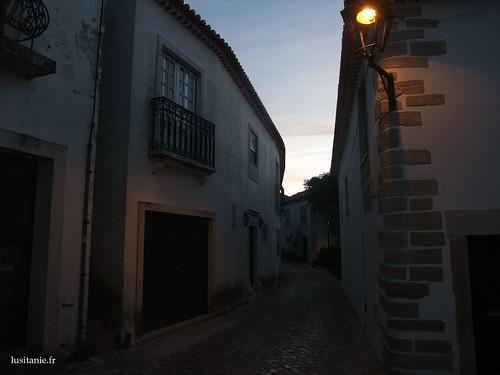Os luminários fazem uma atmosfera muito agradável à cidade velha de Ourém