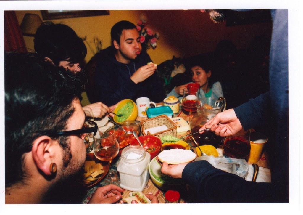 comida, música y amigos