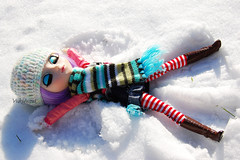 Making snow angel (Yukihana~) Tags: snow outside jp cecily pullip obitsu junplanning celsiy