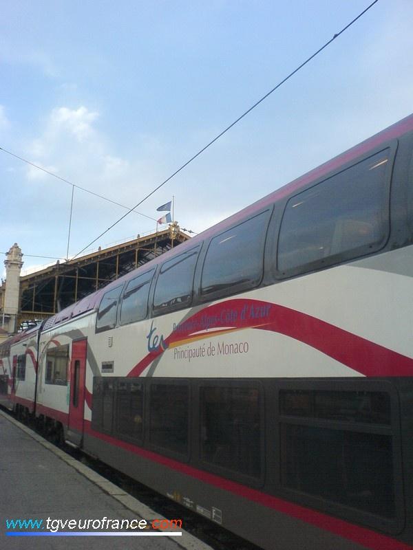 Une rame Coradia Duplex d'Alstom à quai en gare de Marseille Saint-Charles le 13 novembre 2008