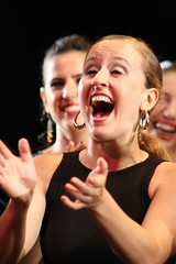 thais (Bruno S. Domingues) Tags: show woman girl happy mulher joy portoalegre felicidade happiness garota alegria feliz alegre menina dança flamenco vocalista flamenca contente cantora bailaora espetáculo tabladoandaluz cantaora compásdeltiempo
