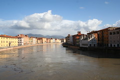 Murky river (PJ's Photo's) Tags: pisa tuscany leaningtower