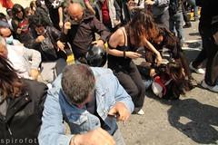 (spirofoto) Tags: greek photo riot fotograf fotografie photographer general photos internet flight protest photojournalism athens greece staff fotos strike aus griechenland riots flights journalism bilder reportage athen verkauf strikers freelancer nachrichten aktuell occupy vermittlung fotojournalismus protested spirofoto