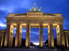 Berlin Brandenburger Tor (david.bank (www.david-bank.com)) Tags: berlin wall germany deutschland gate dusk bluehour tor brandenburger blauestunde goldstaraward davidbank tbpgshowcaseaward